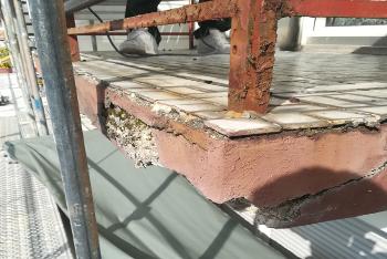 Fliesenschäden verursacht durch risssige Fugen